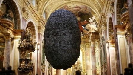 Vienna, una pietra a mezz'aria in omaggio a Magritte