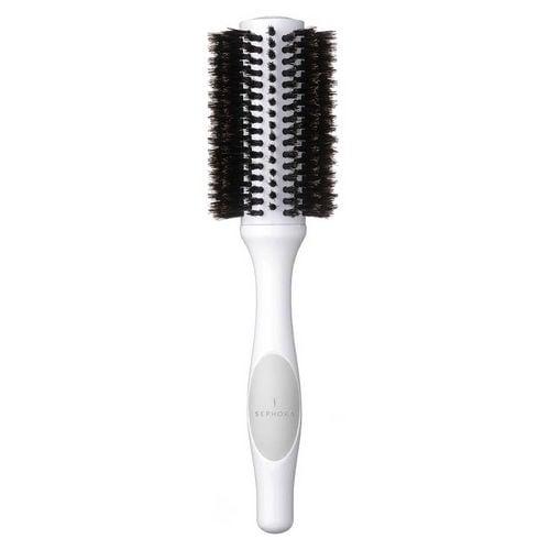 Una spazzola in setole di cinghiale perfetta per donare volume ai capelli e creare onde morbide sui capelli di media lunghezza