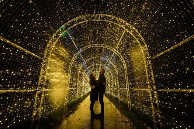 'Christmas at Kew' luci nei Kew Gardens a Londra.