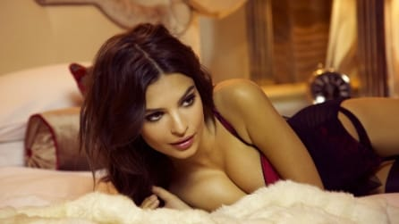 Emily Ratajkowski sexy in intimo per la Christmas 2014 collection di Yamamay