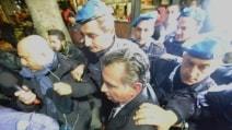 L'avvocato di Veronica Panarello assediato dai cronisti (GALLERY)