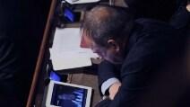 Gioca la Juve, il senatore Pd non resiste e guarda la partita in Aula