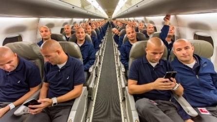 Manie da selfie: lo steso passeggero su tutto l'aereo