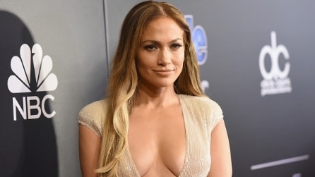 La scollatura hot di Jennifer Lopez ai People Awards
