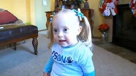 Izzy, la bambina Down che combatte gli stereotipi