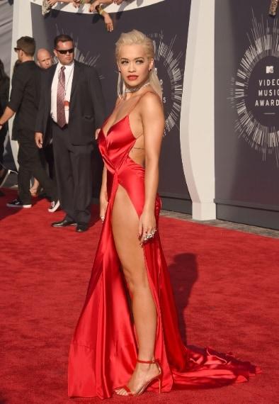 La popstar con abito Donna Karan sul red carpet degli MTV Music Awards in agosto