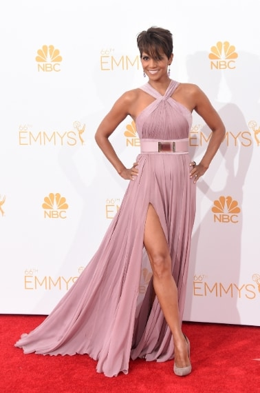 Ad agosto l'attrice sfila agli Emmy con un lungo abito Elie Saab