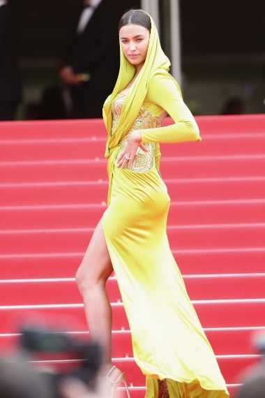La modella a Cannes nel maggio 2014 con abito Atelier Versace