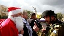 L'esercito israeliano contro Babbo Natale (palestinese)