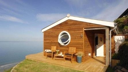 È un piccolo cottage sull'oceano ma all'interno vi sembrerà una casa enorme