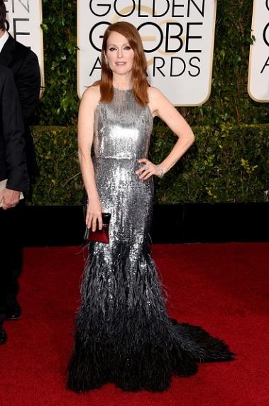Paillettes, piume e cristalli, l'attrice è semplicemente meravigliosa nel suo abito glamour. VOTO: 9 e 1/2.