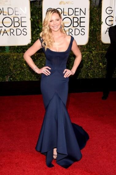 La bionda attrice sceglie un elegante abito blu notte che esalta la silhouette. Avrebbe potuto fare di più. Bella ma non balla. VOTO: 6