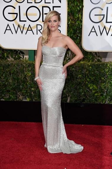 L'attrice sceglie un abito a sirena dalle linee semplici impreziosito da lucenti cristalli. Splendente. VOTO: 7 e 1/2