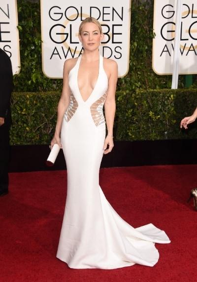 Kate Hudson punta sulla sensualità indossando un candido abito a sirena con cut laterali perfetto per il suo fisico longilineo. VOTO: 7 e 1/2
