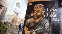 Napoli, spunta il murales di Pino Daniele nel centro storico