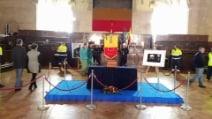 Una folla silenziosa per il saluto a Pino Daniele
