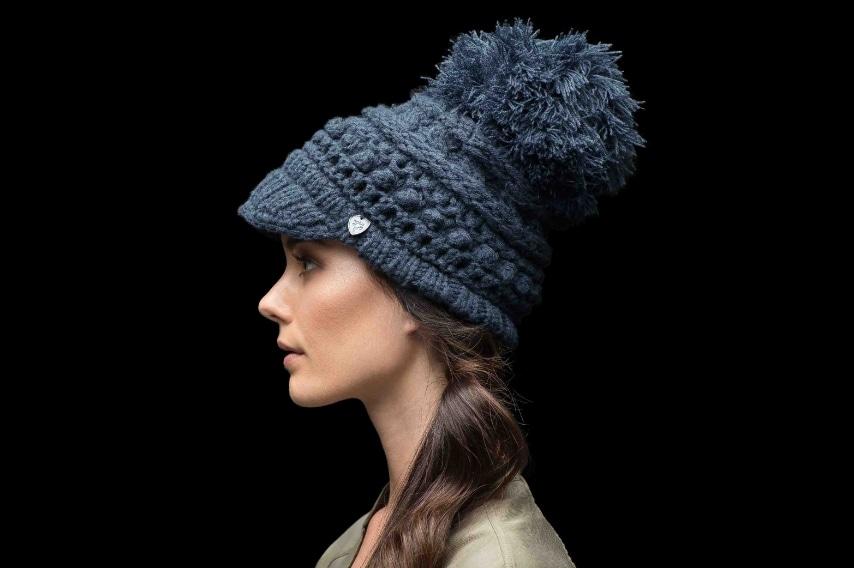 Spiritosi, originali ed ultra cool i cappellini per Lei di Nobis si distinguono per il design particolare e comodo.