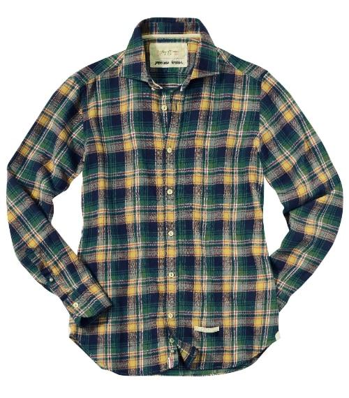 Camicia in tartan giapponese caratterizzata da una lavorazione su telaio tradizionale che conferisce una leggerezza unica.
