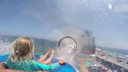 AquaDuck, il primo scivolo trasparente che garantisce una discesa da brividi