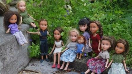 Niente make-up ed abiti alla moda per le bambole acqua e sapone