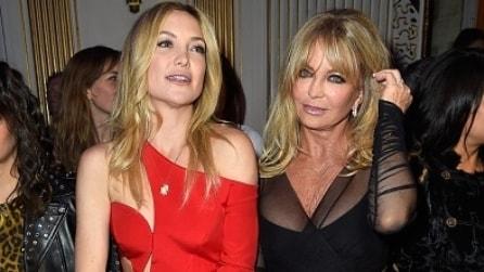 Il sexy look di Kate Hudson alla sfilata di Versace Atelier