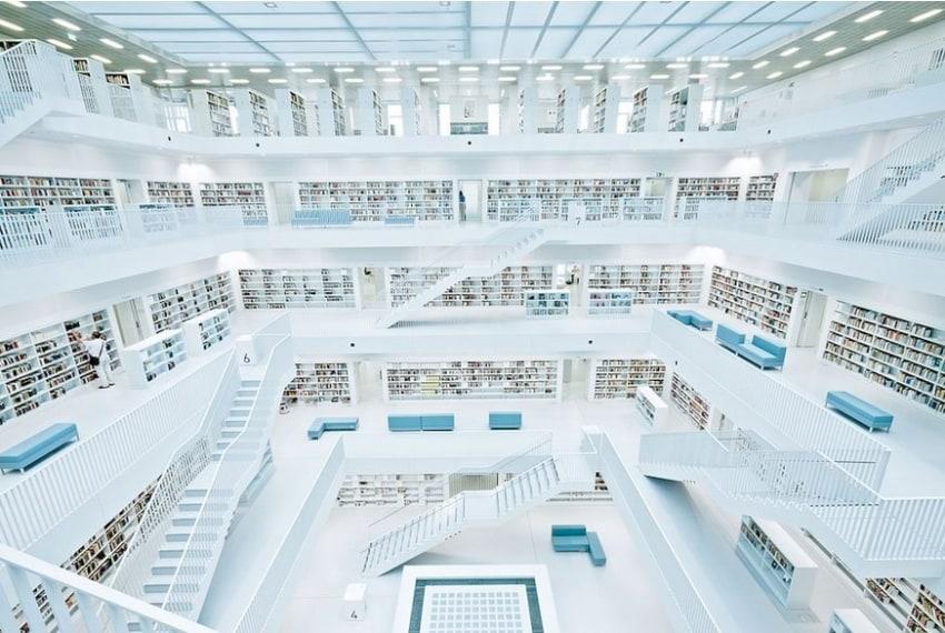 Sembra di essere all'interno di un disegno di Escher, invece ci si trova nella Biblioteca civica di Stoccarda, progettata dal sudcoreano Eun Young Yi e aperta dal 2011.