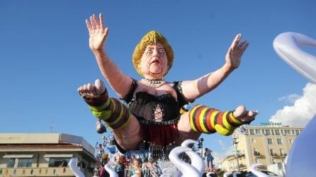 Carnevale di Viareggio, la preparazione dei carri grandi e piccoli