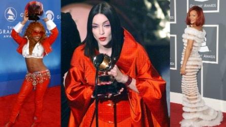 I peggiori look delle star nella storia dei Grammy Awards