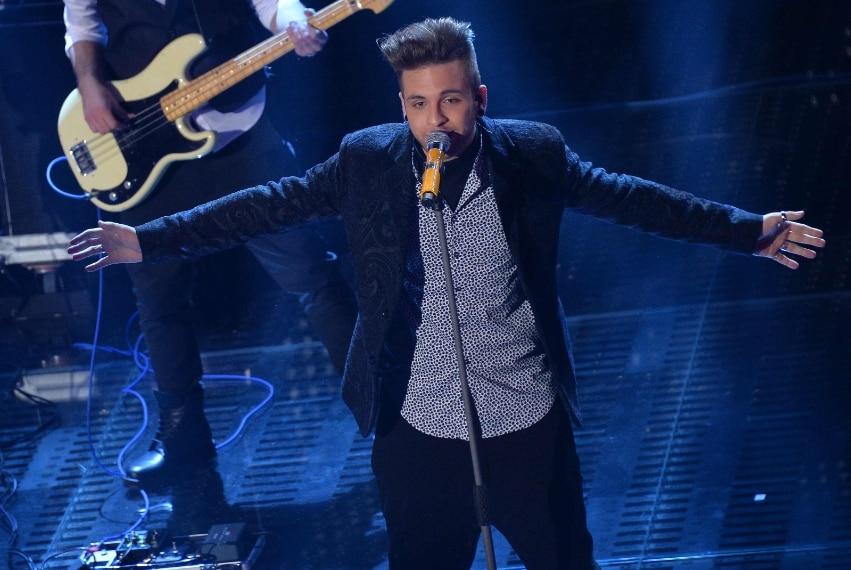 Bocciato il look del frontman dei Dear Jackche per Sanremo ha pensato di sperimentare con un modd mix&match ed ha sbagliato.