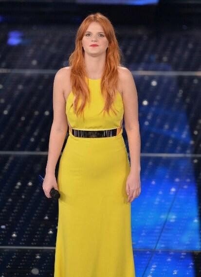 Senza alcun dubbio è lei la cantente meglio vesita della prima serata. Chiara ha stupito il pubblico salendo sul palco con un lungo abito giallo di Stella McCartney.