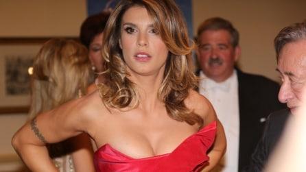 Elisabetta Canalis fuori di seno al Ballo delle Debuttanti