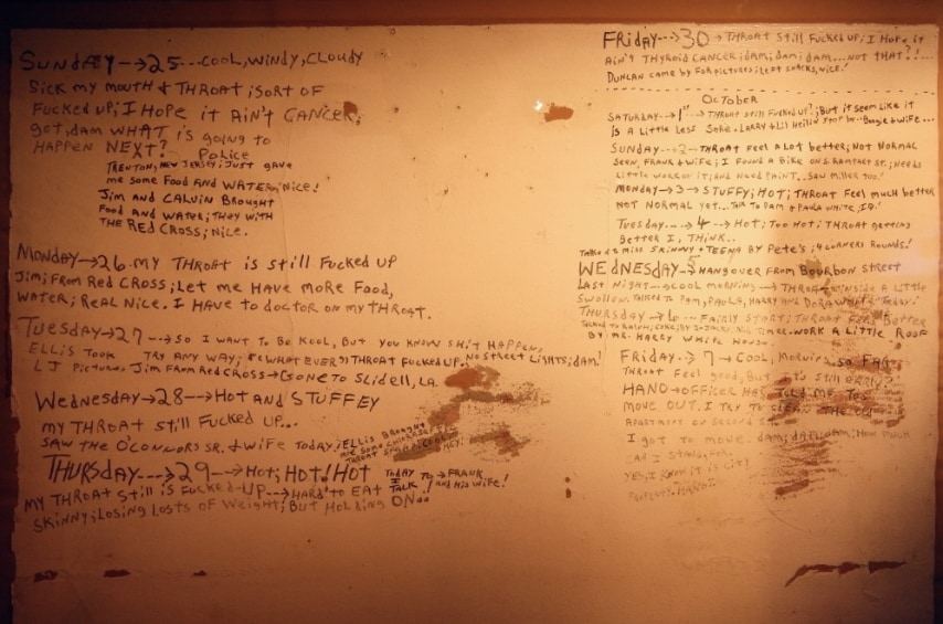 Diario dei giorni di Katrina scritto sui muri di un appartamento.