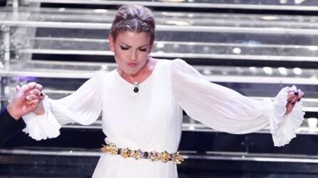 """Emma Marrone: i look da """"dea greca"""" per la 4a puntata di Sanremo 2015"""
