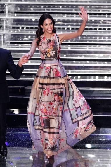 La showgirl indossa gioielli Damiani
