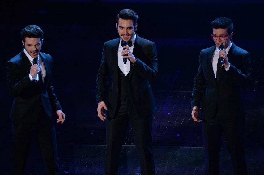 I vincitori del Festival 2015 si sono esibiti sul palco con un look impeccabile da Gran Sera sfoggiando eleganti smoking di Emporio Armani.