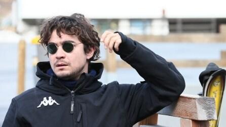 Riccardo Scamarcio: look trendy sugli sci