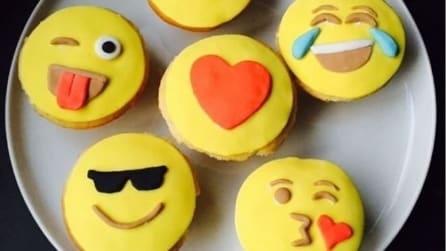 Emoji, da WhatsApp al forno: ecco i pasticcini realizzati con le emoticon