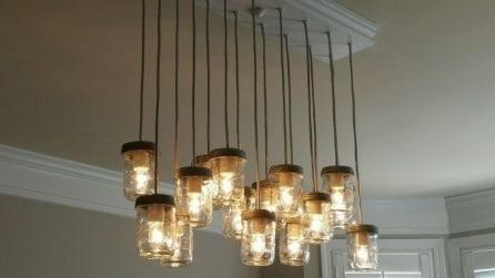 Come creare un lampadario fatto in casa con oggetti facili da trovare