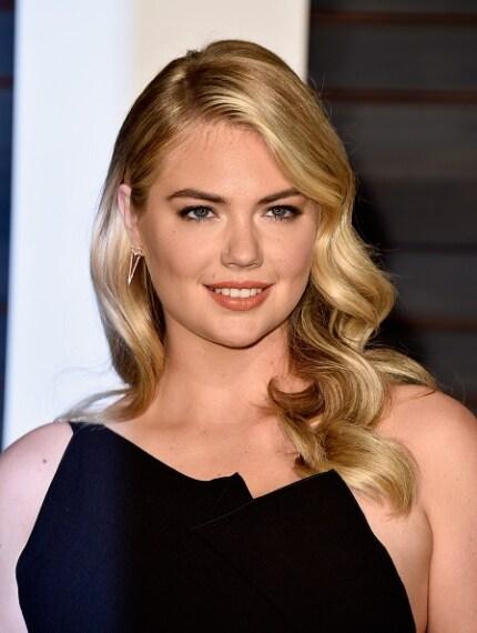 Un beauty look troppo anonimo per l'attrice e modella statunitense: i capelli sono morbidi e sinuosi, adagiati su una spalla