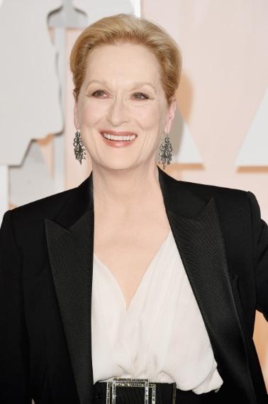 Se solitamente il suo beauty look è sofisticato e naturale, per gli Oscar 2015 è stato utilizzato un fondotinta troppo pesante e coprente che a tratti faceva sembrare il suo volto una maschera di cera