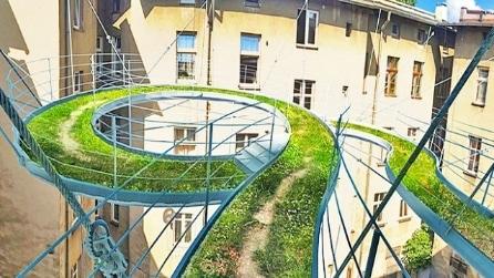 In Polonia il balcone diventa un percorso sospeso tra gli edifici