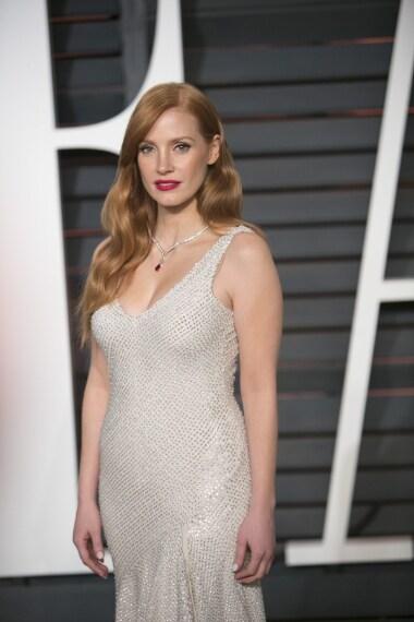 Jessica Chastain al Vanity Fair Oscar Party con un abito H&M
