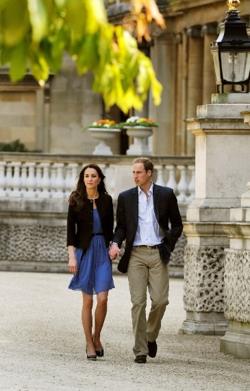 Kate Middleton con un abito di Zara il giorno dopo le nozze con il principe William