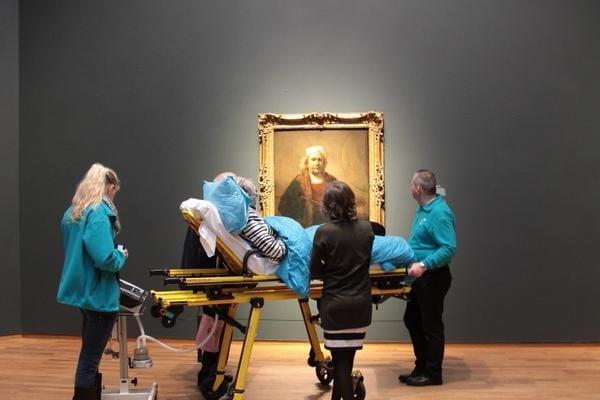 Un desiderio esaudito dai volontari olandesi della Stichting Ambulance Wens, associazione che si occupa appunto di portare i malati nei luoghi che più desiderano.