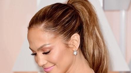 Tagli di capelli e acconciature per sembrare più giovane