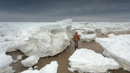 Il freddo trasforma la spiaggia di Cape Cod in un paesaggio antartico