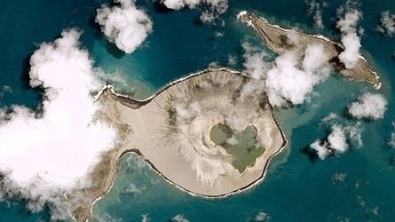La nuova isola di Tonga emersa dalle profondità del mare