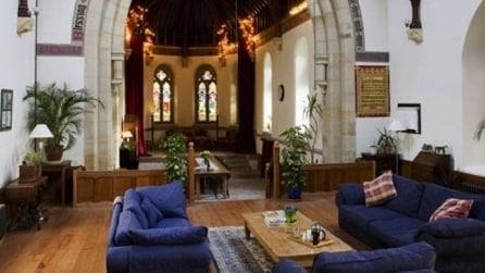 Coppia rileva una chiesa abbandonata e la trasforma così