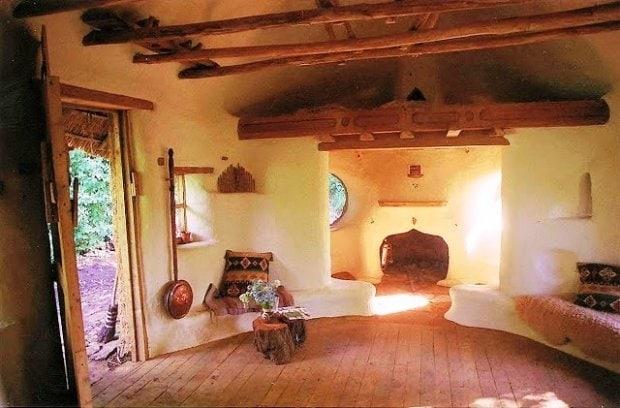 Sembra una casa da Hobbit, uscita da una delle migliori descrizioni di J. Tolkien è vero, ma questa abitazione può essere vostra con soli 180 euro.