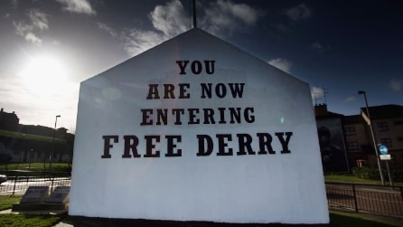 I murales di Derry in memoria del Bloody Sunday
